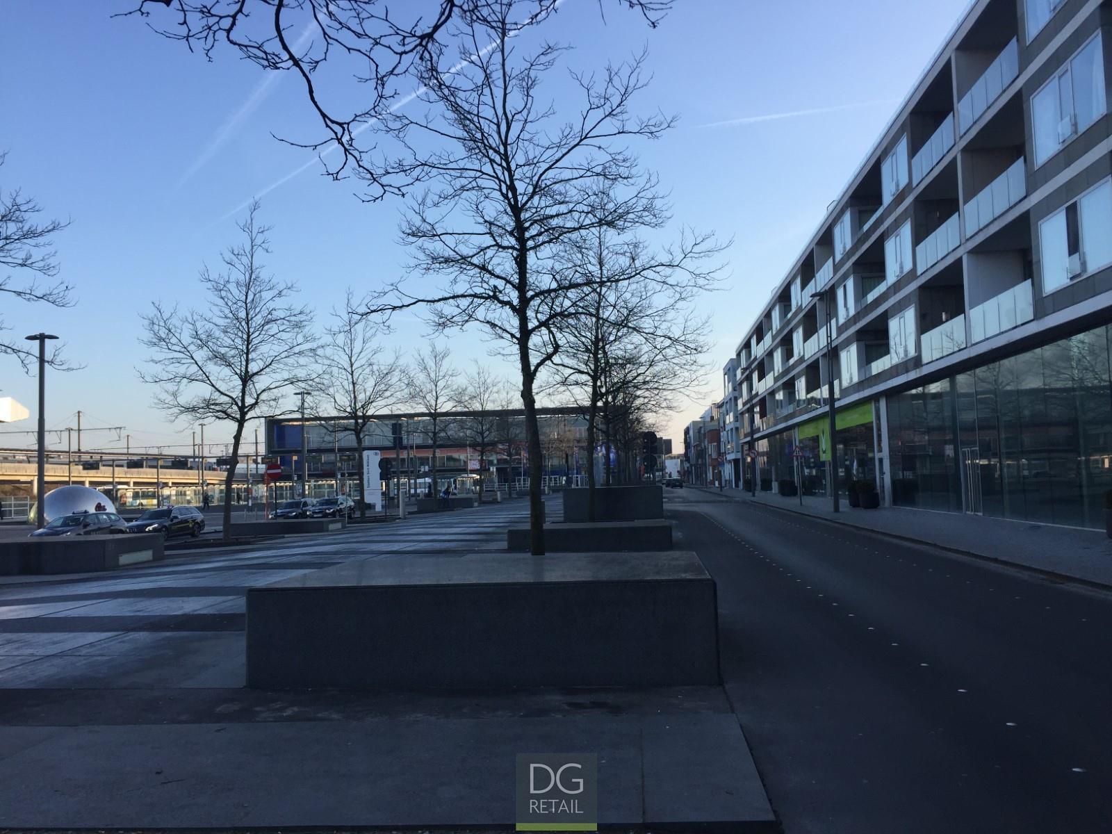 commercieel gelijkvloers te koop 'Plaza Express' (R1131)  - Stationsplein  , 9100 Sint-Niklaas, België 4