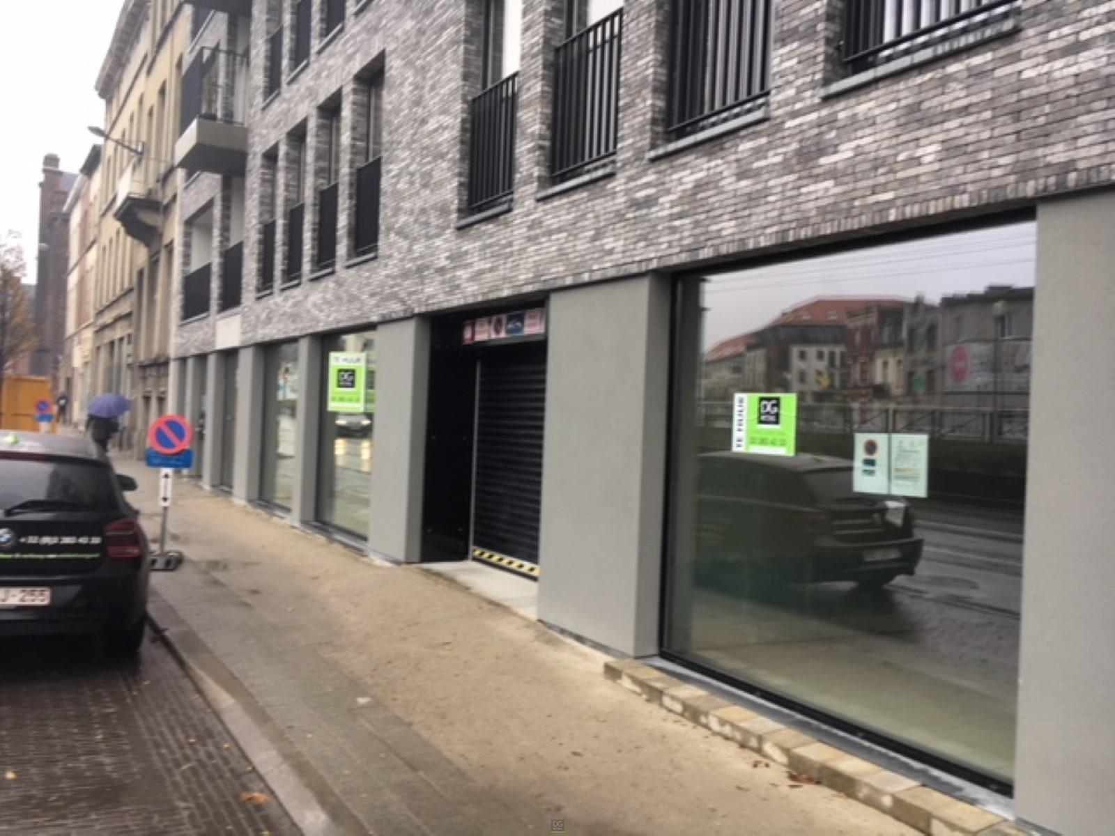 commercieel gelijkvloers te huur R1328 Nieuwpoortlaan 19